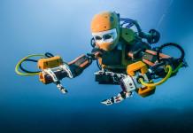 Robot subacqueo OceanOne esplora i fondali marini. Close-up Engineering