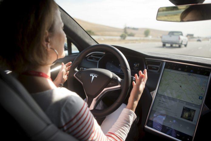 Incidente mortale della Tesla con pilota automatico. Close-up Engineering