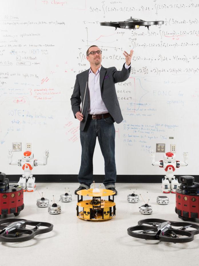 Il prof Egerstedt e il team di robot che collaborano tra loro. Close-up Engineering