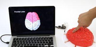 Electrick è una nuova tecnologia che tramite della pittura al carbone, e degli elettrodi, ti permette di trasformare un oggetto 3D in uno schermo touch!