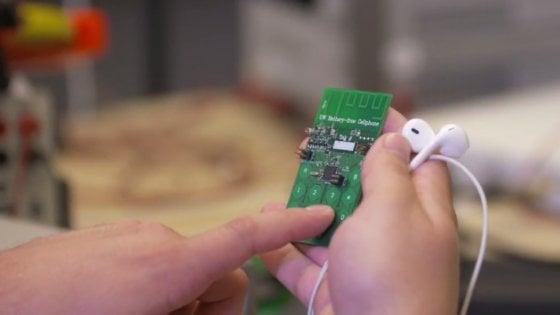 Il primo telefono cellulare senza batteria è stato creato all'Università di Washington e funziona grazie all'energia prelevata dall'ambiente.