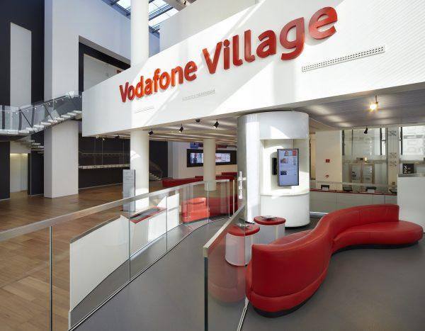 Vodafone ha realizzato la prima connessione dati 5G in Italia a Milano, con il supporto della tecnologia Massive MIMO fornita da Huawei.